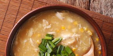 Pileća juha s kukuruzom