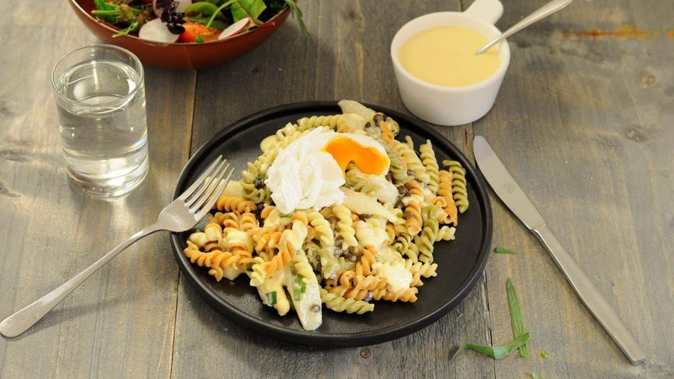 Recept voor een pastasalade met asperges, linzen en ei