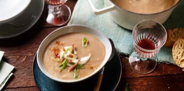 Maronensamtsuppe mit Hirschsalami