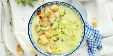 Zupa krem z pora i serka topionego z grzankami