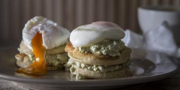 Αλμυρά Pancakes με γουακαμόλε και αυγά