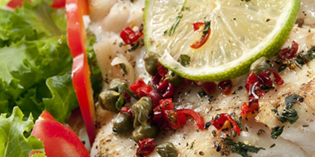 Filete de pescado con salsa al limón y alcaparras