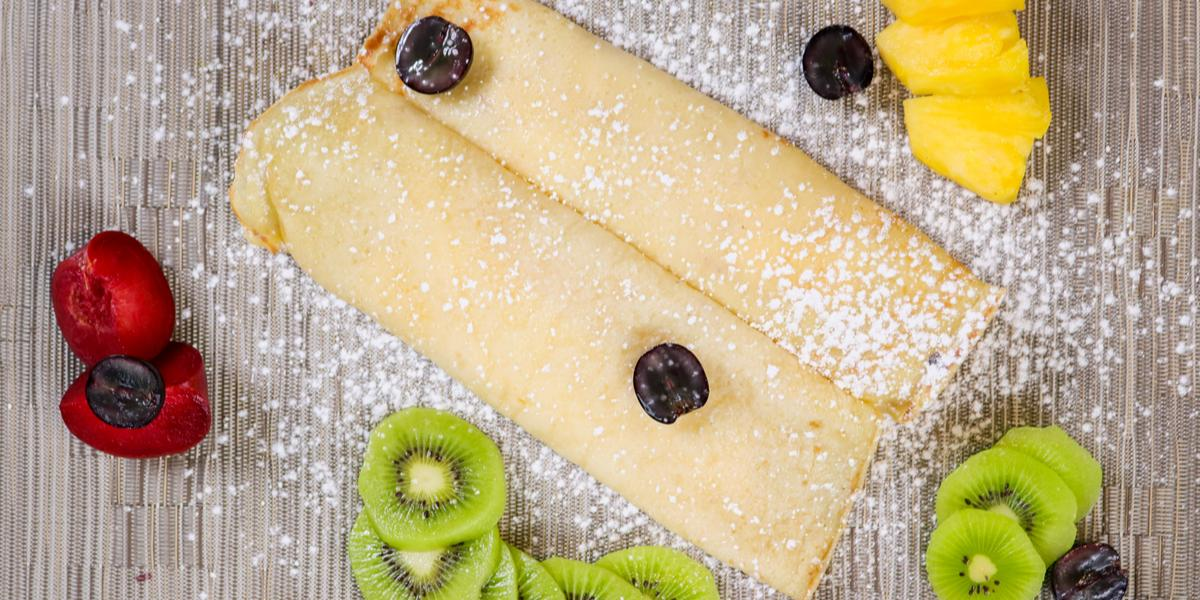 Crepe with fresh fruits and icing sugar