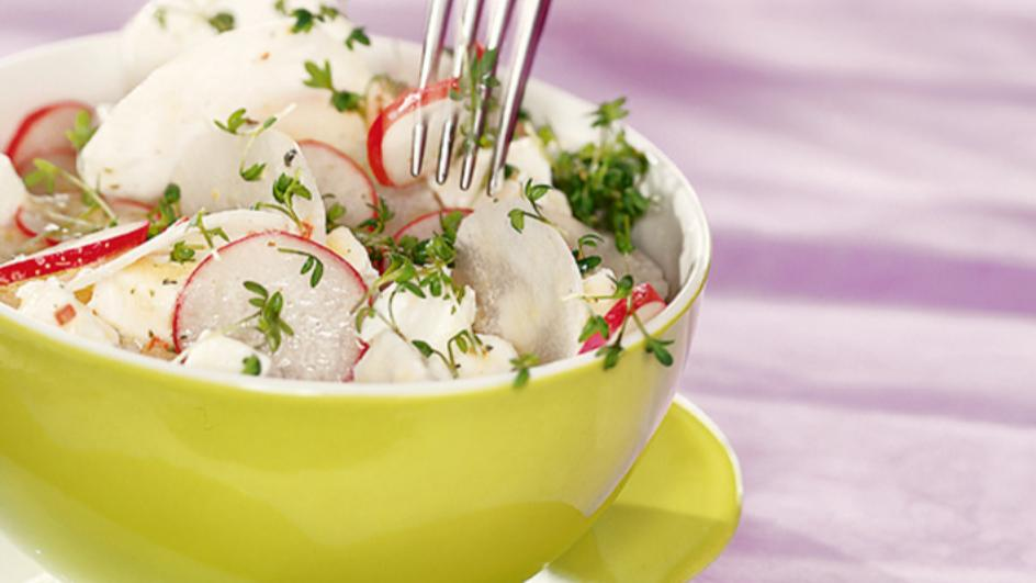 Radieschen Rettich Salat mit Ziegenfrischkäse