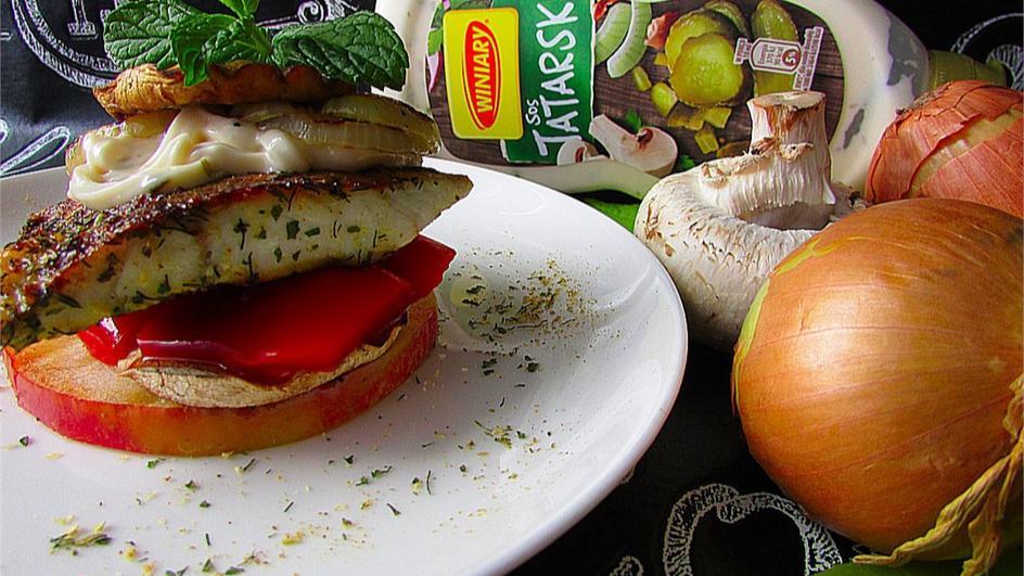 Grillowany dorsz z warzywami, jabłkiem i sosem tatarskim Winiary