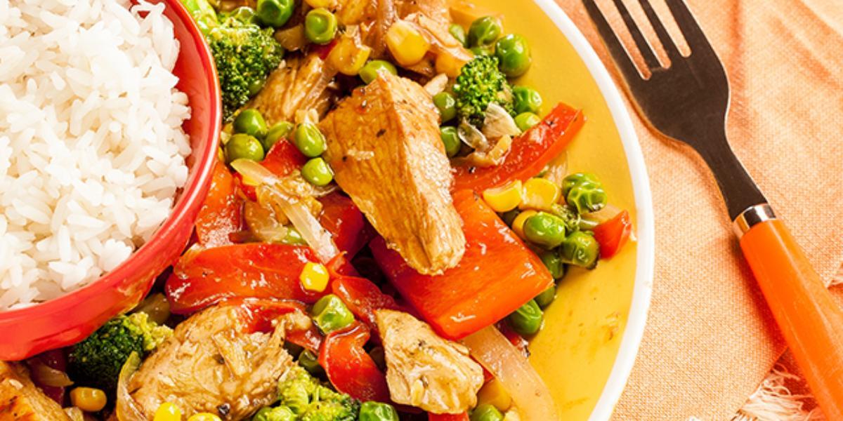 Pollo salteado al wok