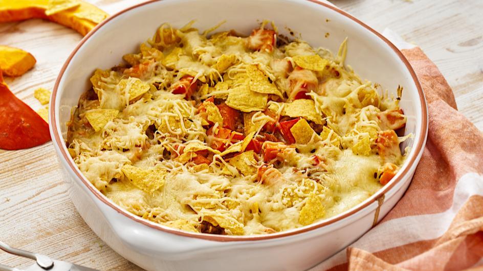 Chili con Kürbis mit Tortilla Chips Kruste