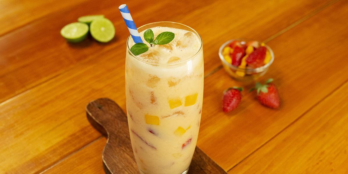 Agua de fresa con mango