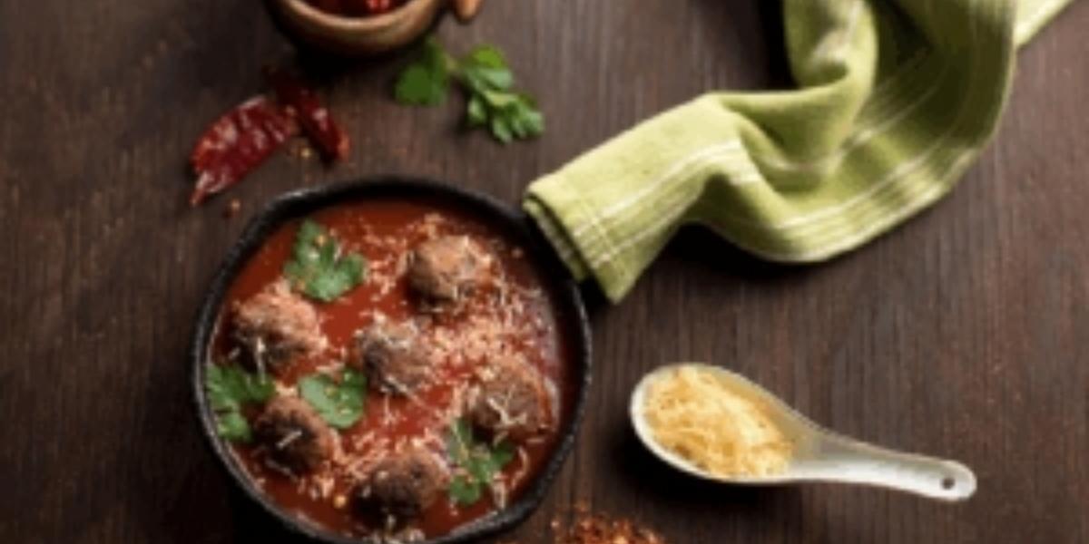 Bolitas de carne en salsa roja