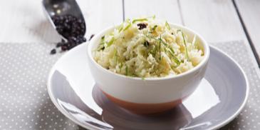 Ρύζι μπασμάτι με κουκουνάρι και σταφίδες