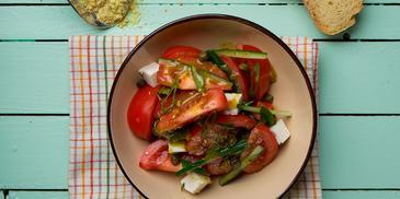 Ελληνική σαλάτα με ανθότυρο