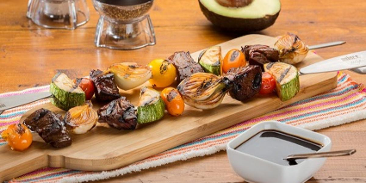 brochetas de res en salsa de tamarindo