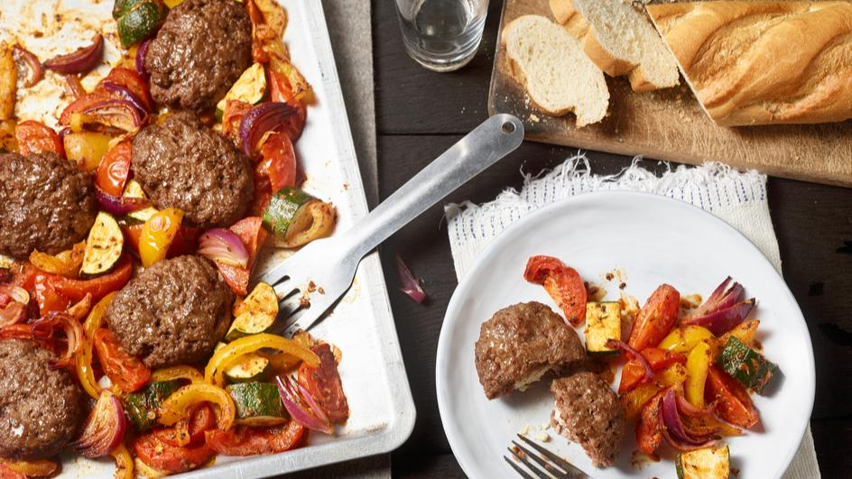 Frikadellen mit Ratatouille Gemüse vom Blech