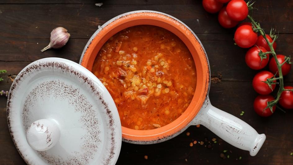 Jesienna zupa z soczewicy z kiszoną kapustą