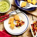 Vegane Polentaschnitten mit Guacamole und Bohnensalat