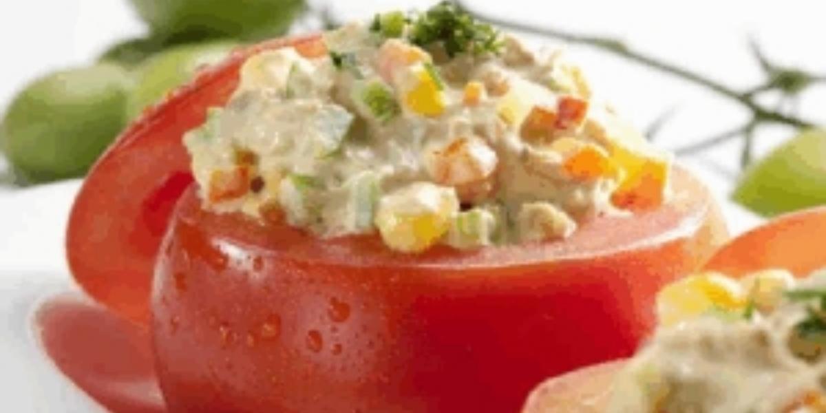 Tomates rellenos con ensalada