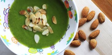 Zupa Ufoludkowa, czyli krem z brokułów z prażonymi migdałami