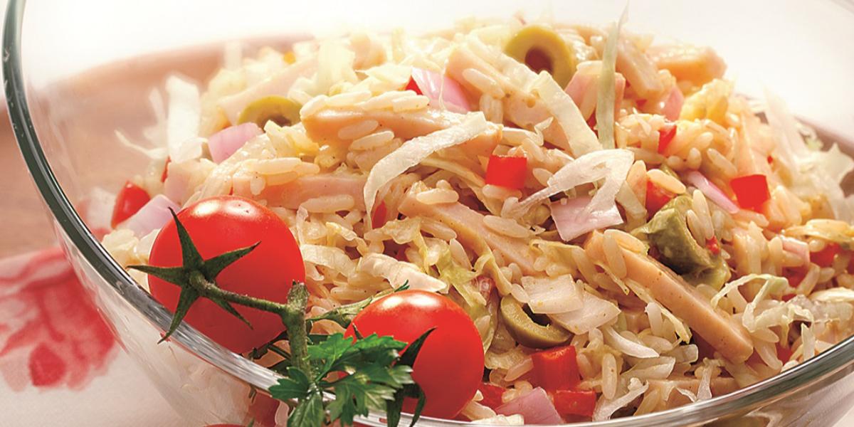 Ensalada de arroz con aderezo de curry