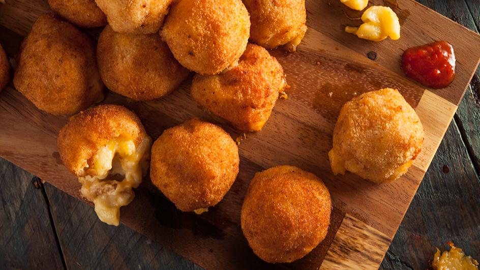 Топчиња од макарони со 4 видови сирење