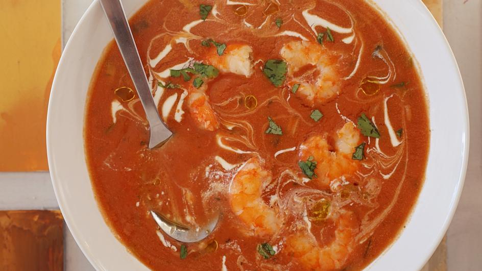Ostra zupa pomidorowa z krewetkami zabielana mleczkiem kokosowym