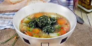 Селска пилешка супа топчета