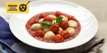 Kopytka z wczorajszych ziemniaków z sosem pomidorowym