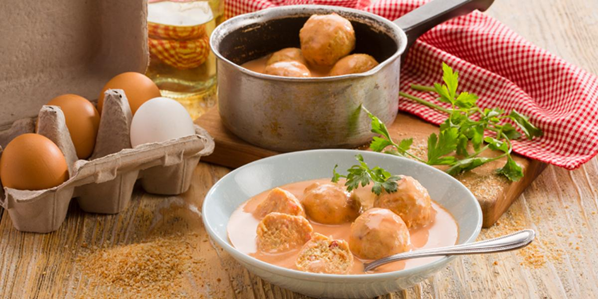 Albondigas de pollo en salsa de chipotle