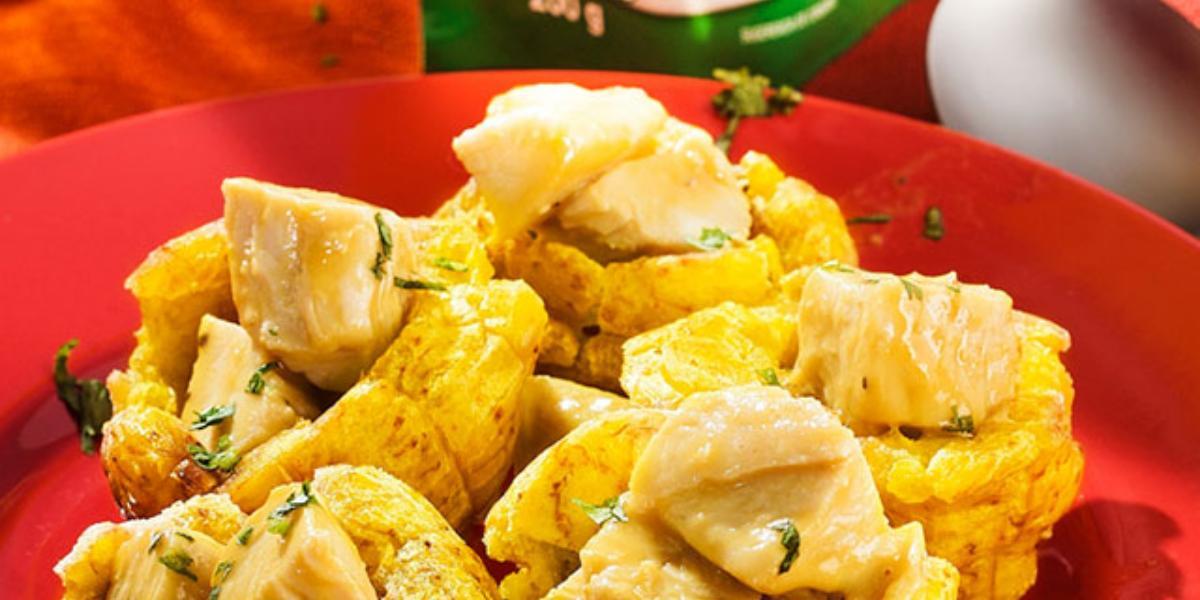 Canastas de patacón rellenas de pollo