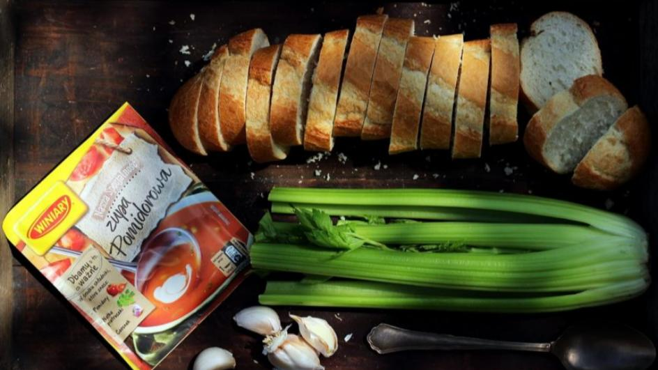 Zupa pomidorowa krem z selerem naciowym i grzankami serowymi
