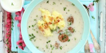 Barszcz biały z tłuczonymi ziemniakami i kiełbasą