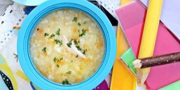 Zupa kalafiorowa z kaszą manną idzie do szkoły