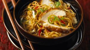 Supa de noodles cu pui si curry