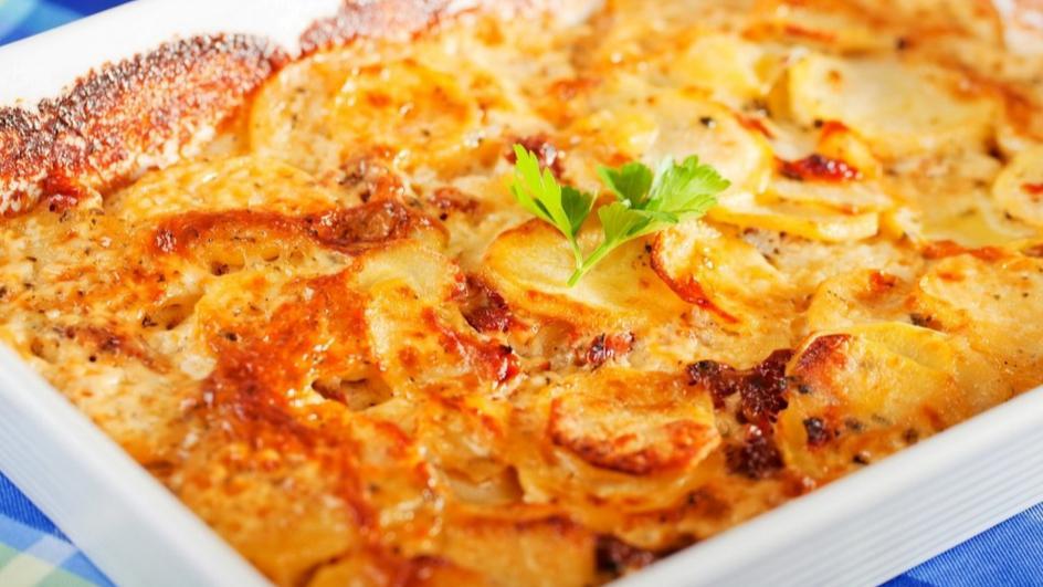 Картофен огретен с мариновани сушени домати