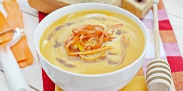 Zupa krem z marchwi z marchewkowym spaghetti i sosem sojowym