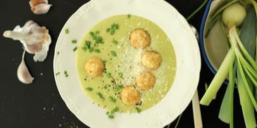 Zupa krem z pora z klopsikami z jajek