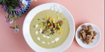 Zupa krem brokułowa na ostro z kukurydzą i grzankami
