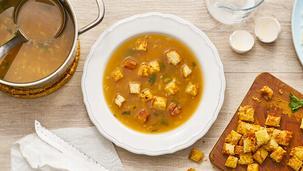 Zwiebelsuppe mit Käsekrüstchen