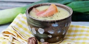 Zupa z pora z wędzonym łososiem