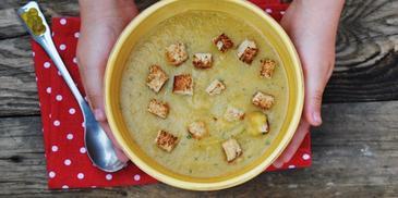 Zupa jarzynowa przecierana z grzaneczkami