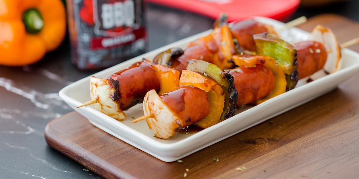 Brochetas de Chorizo con Pimentones, Cebolla y Salsa BBQ y Miel