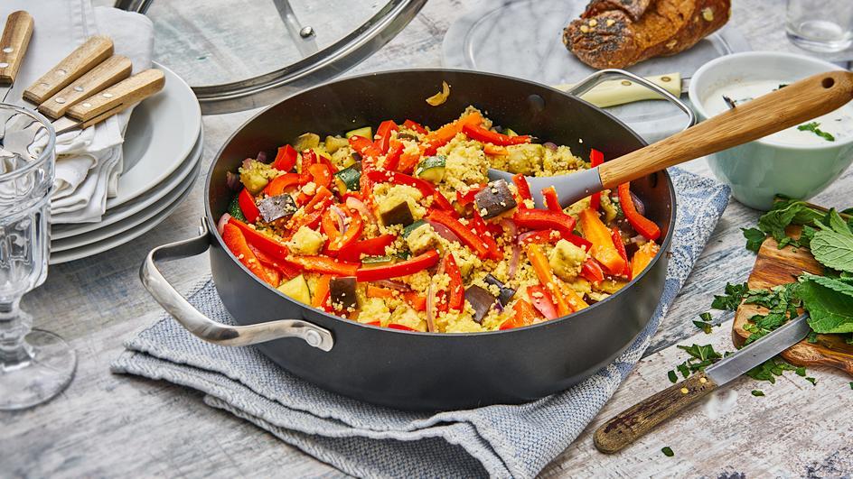 Gemüse-Couscous mit Minze-Joghurt