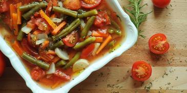 Zupa z zielonej fasolki szparagowej z pomidorami i estragonem