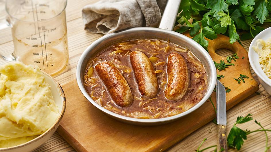Bratwurst mit feiner Zwiebel-Braten-Sauce