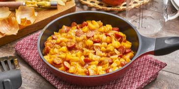 Cabanossipfanne mit Zwiebeln und Apfel
