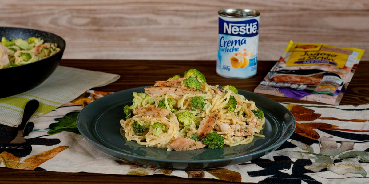 Pasta con Pollo y Brócoli en Salsa Blanca