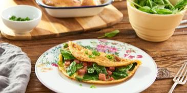 Omeleta se špenátem a šunkou