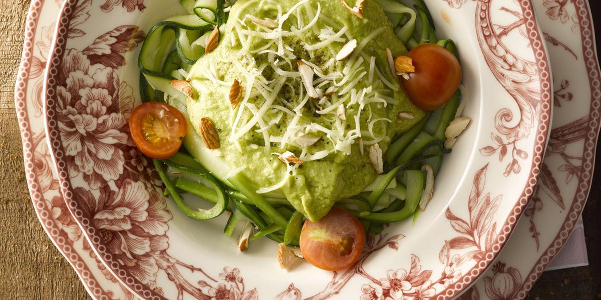 Spaghetti de Zapallo Italiano con Pesto de Palta y Frutos Secos